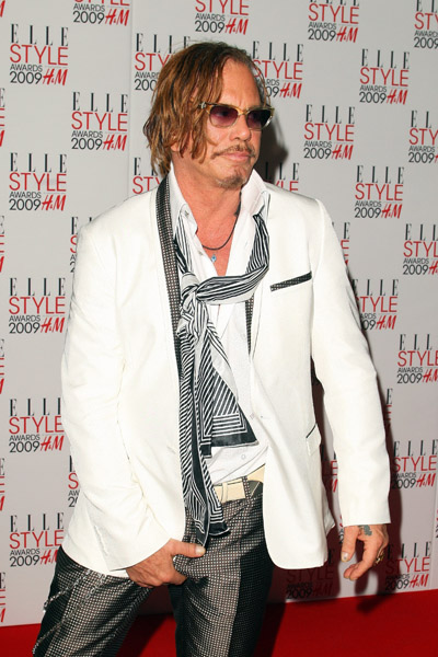 mickey-rourke-poses-after-winning-the-best-actor-at-the-elle-style-awards