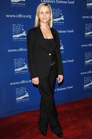 reese-witherspoon-black-suit-aries-fashion
