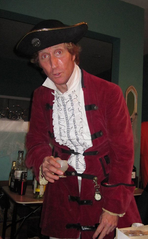 pirate singer halloween 09