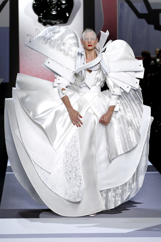 Viktor & Rolf Bride Dress Spring 2011